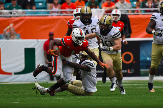 Mark Walton shakes a tackle against Pittsburgh at Hard Rock Stadium in Miami Gardens. (hurricanesports)